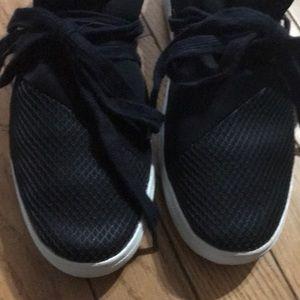 Steve Madden Shoes - Steve Madden size 5 girls black sneakers